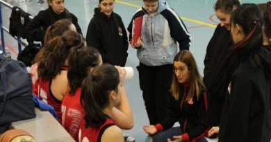 CRUCES A LA VISTA: Ainara Arcediano, entrenadora del Junior 2ª Femenino